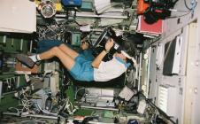 Claudie Haigneré dans l'ISS