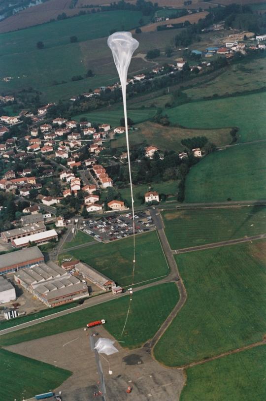 Vue aérienne de l'aire de lancement d'Aire-sur-l'Adour. Crédits : CNES/AL.HUET,1997